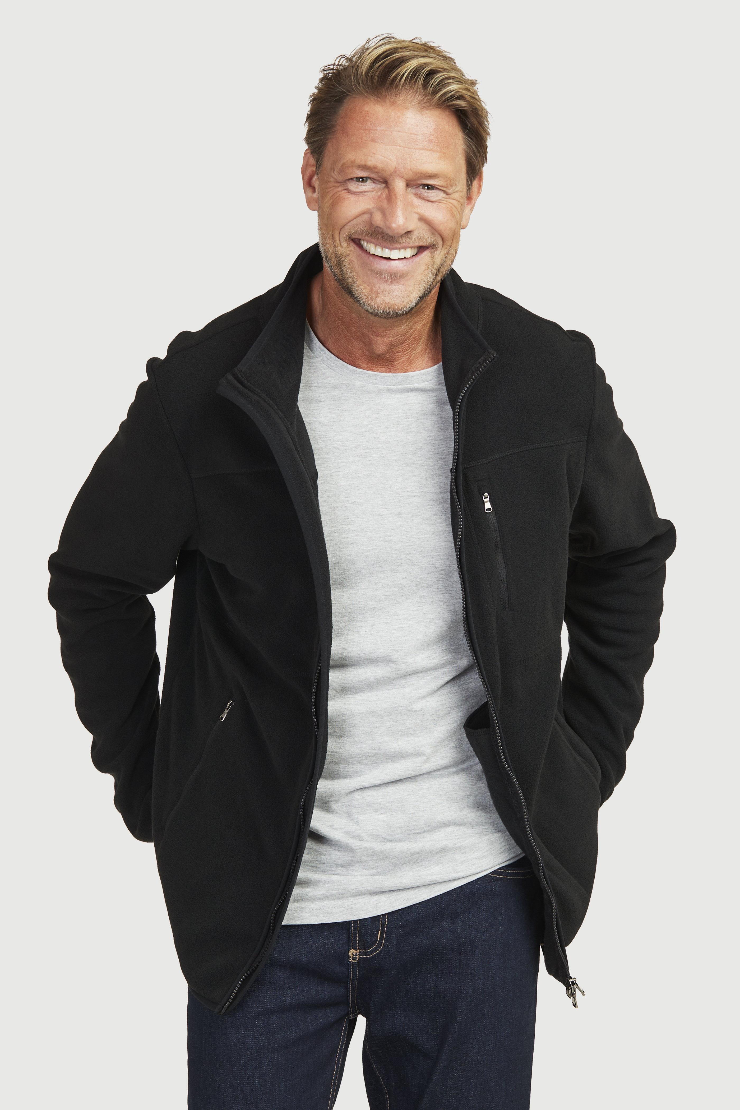 Flaušová bunda s kapsami více a jednolitou barvou